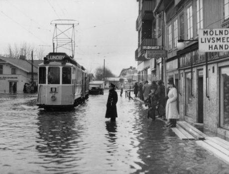 Göteborg 1943-02-03 En bild från översvämningarna i Mölndal Foto: Pressens Bild / TT / kod 190